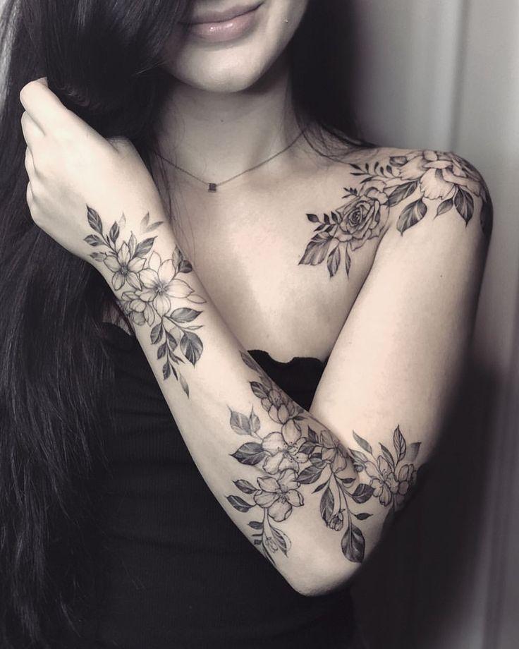 """CJ🌸 no Instagram: """"Mit Blumen. Unterarm geheilt. . . . . . . . . . . . #Rosen #Wildblumen #Floraltattoo #txttoo #blxckwork"""