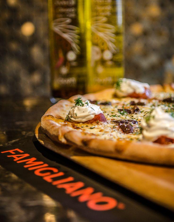 Πόσα κομμάτια έχει μια πίτσα; Πριν ανοίξεις το κουτί 8, μετά δεν ξέρει κανείς... www.famiglianodelivery.gr 📞231 6008188 #handmade_happiness #Λευκός_Πύργος #famigliano #ourplace #myfamigliano #thessaloniki #skg #thessalonikifood #skgfood #pizza #pizzatime #pizzalovers #skgpizza #lovepizza #thessalonikipizza