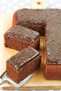 A receita em português está em baixo.     Еще один очень популярный в Бразилии и Португалии рецепт кекса. На этот раз это шоколадны...