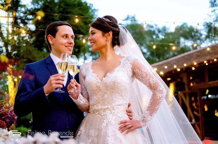Cinthia  Rodson  Assessoria @ericavaz Espaço @harasvilareal  Buffet @mmalzonibuffet  Decoração @taispuntel  Banda @bandastudio4  Doces @fleur_de_sucre @carol_melo_doces  @manoandradedoces  Iluminação @trbreventos Bar @barebarman  #feliperezende #amor #boda #bridal #bridalmakeup #bride #bridetobe #casamento #casar #cerimonia #familia #fotografiadecasamento #fotografodecasamento #happy #instawedding #love #marriage #noivos #noiva #clicksdofeliperezende #romance #casamentosp #vestidodenoiva…