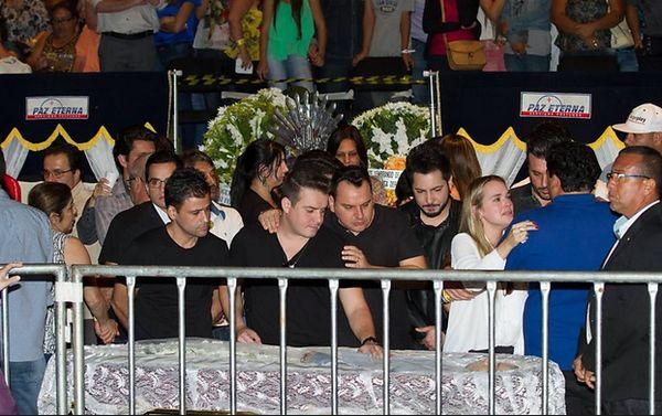 Governador Marconi Perillo faz manobra política e decreta luto de 3 dias pela morte do cantor Cristiano Araujo.