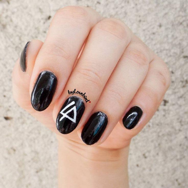 Linkin Park nail art.   #linkinpark #nailart #nails #blacknails #blacknailart #rocknails #linkinparkfan #minimalist #minimalistnails #bylovebird #notd #nailinspo #nailinspiration