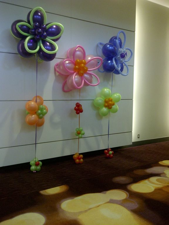 Nearly a garden's worth of #flowers #balloontrees #balloonsculptures
