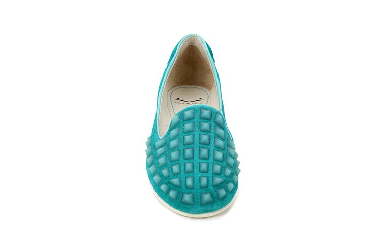 Turquoise slippers with studs in microinjected rubber on the toe that make these slippers truly original and trendy. The California, slip lasting uppers ensure maximum softness and comfort. The rubber bottoms are light and ultra-flexible. #VoileBlanche #shoes #fashion #fashionblog