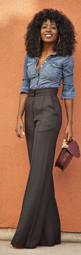 camisa jeans e calça de alfaiataria com cintura alta no trabalho