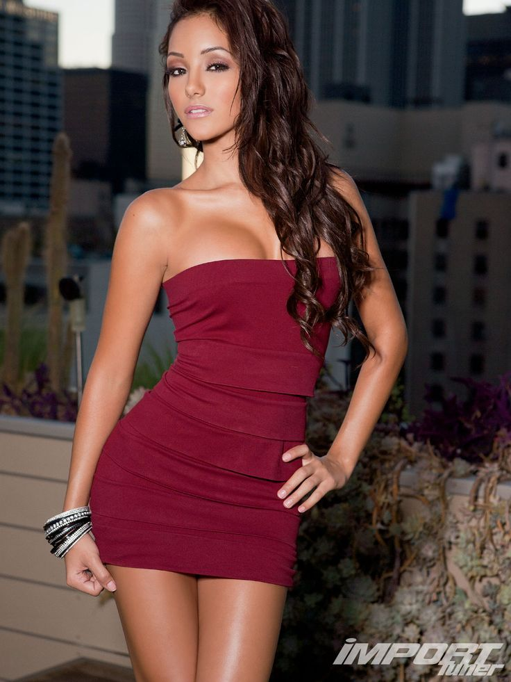 Hot and Sexy Pics of Melanie Iglesias - Cinebuzz