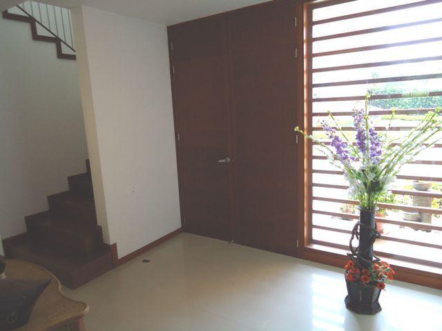 Entrada y acceso segundo piso