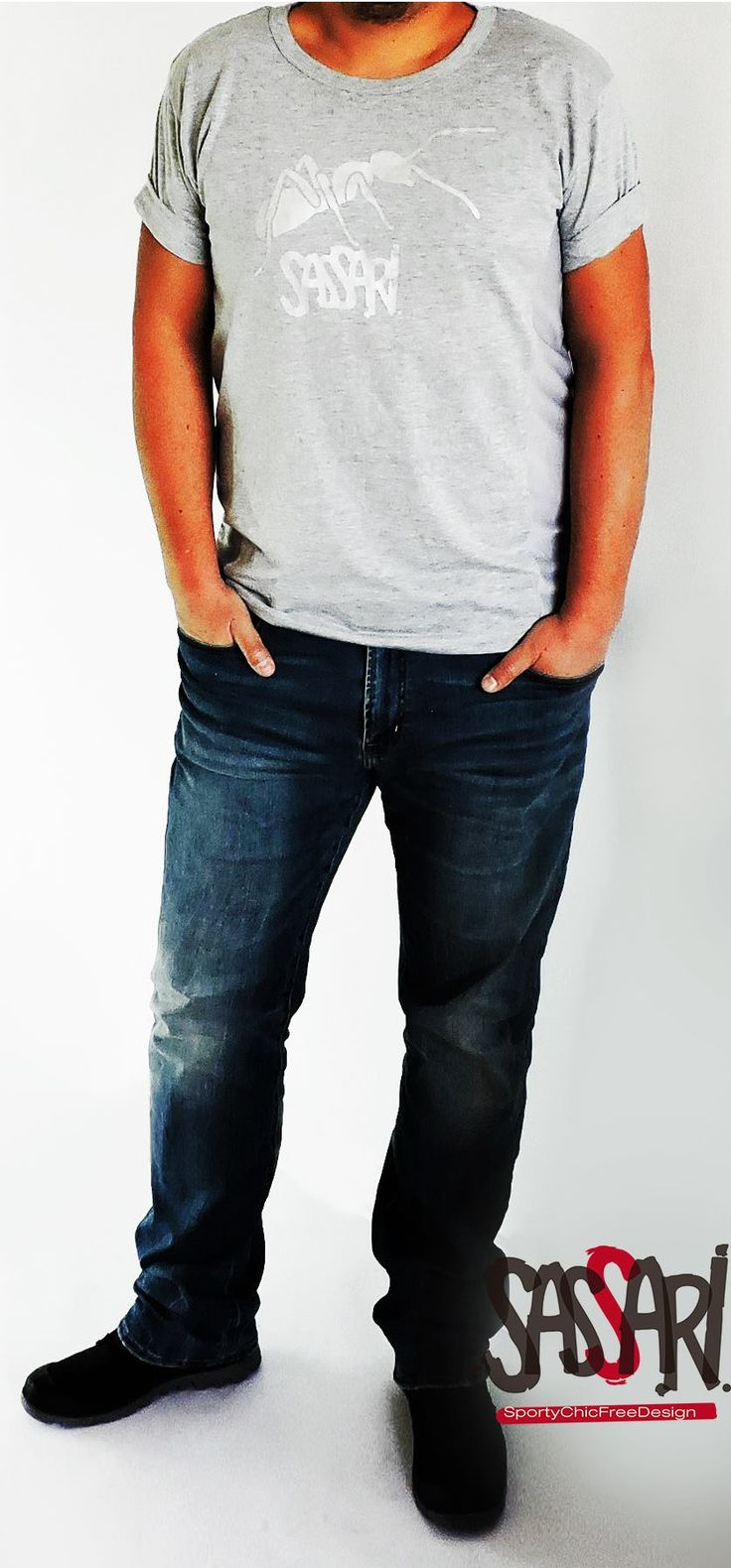 Polera manga Corta Costados con tela respirable Estampado Sassari color plateado Diseño Exclusivo Valor $ 12.900