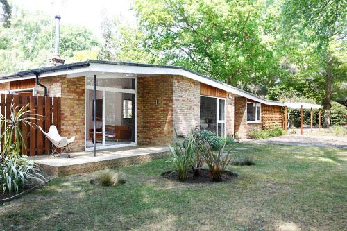 Fahrenheit 451: Midcentury Renway bungalow in Edgcumbe Park, Crowthorne, Berkshire on http://www.wowhaus.co.uk