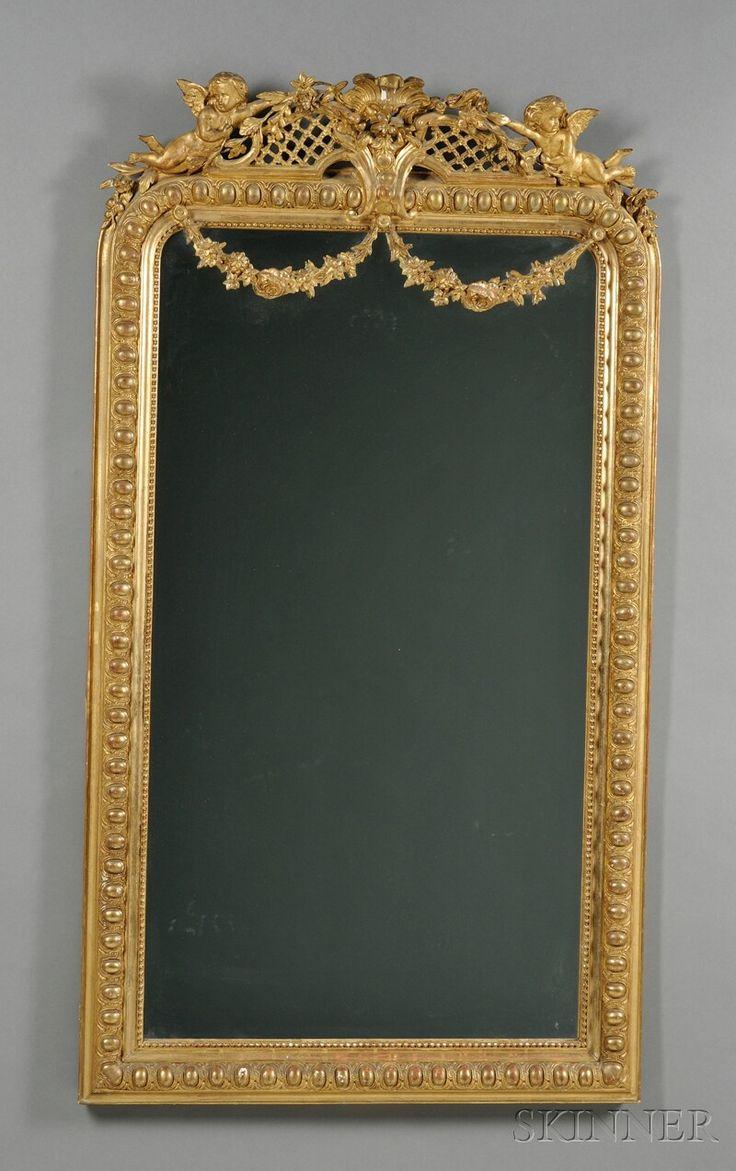 Espejo Dorado, de pared , Francia, siglo XIX, la cresta calada con dos putti colgar guirnaldas y guirnaldas colgantes, enmarcados con rebordear y moldeo de la estructura