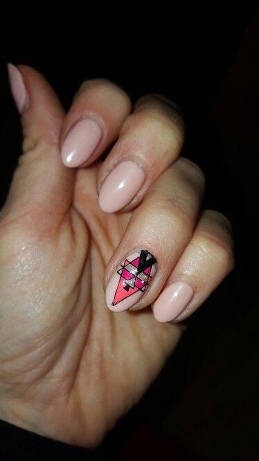 paznokcie. róż