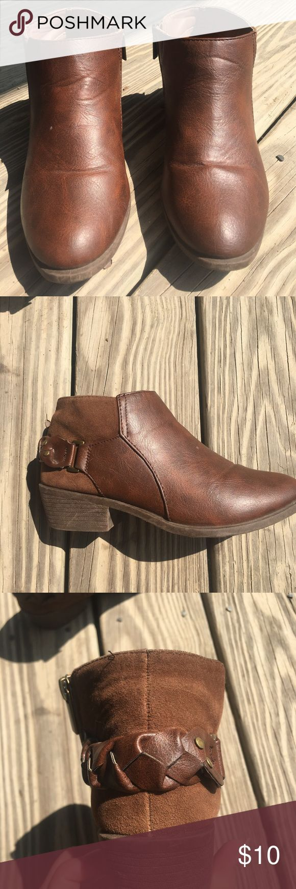 rue 21 ankle boots size s (6/7) rue 21 ankle boots size s (6/7) brown and previously worn. still in great condition!! Rue 21 Shoes Ankle Boots & Booties