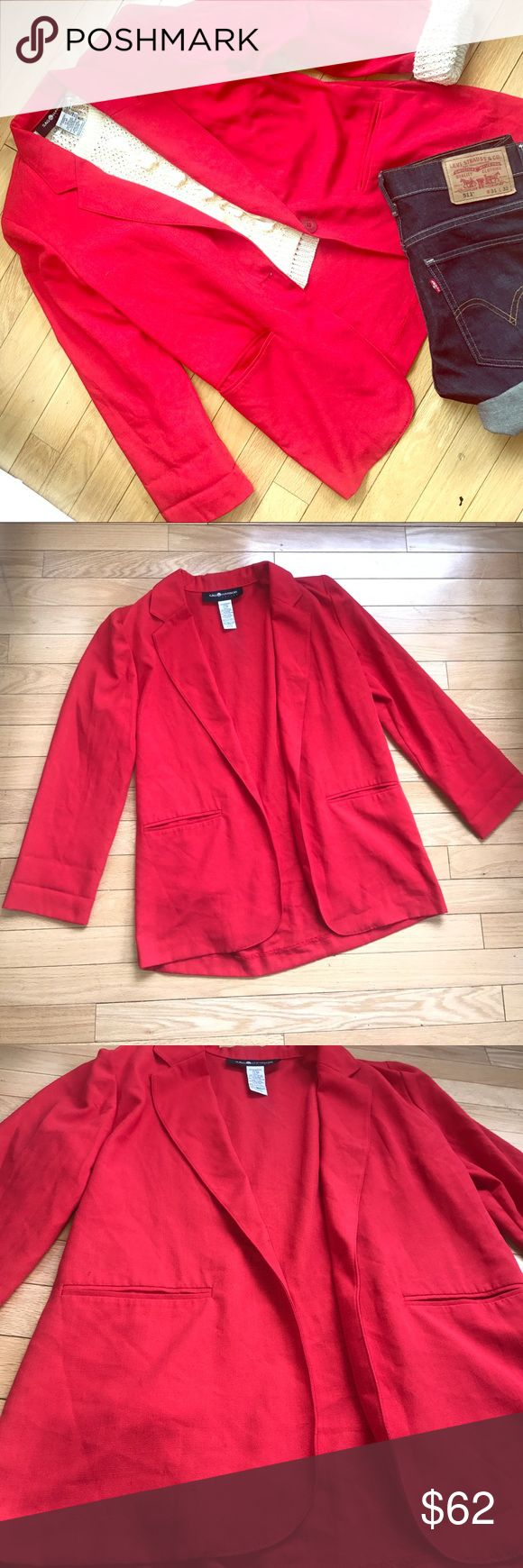 Melon Red Woman's Sag Harbor Petite Blazer 🍉 Melon Red Woman's Sag Harbor Petite Blazer 🍉 . Great condition. Size : 6P  Shell 65% Poly 35% Rayon Lining 100% Poly . ✨Made in Guatemala 🇬🇹 1 button front . 2 Deep size pockets . Light shoulder pads ( easily removable) . ❤️BUNDLE AND SAVE❤️ Sag Harbor Jackets & Coats Blazers