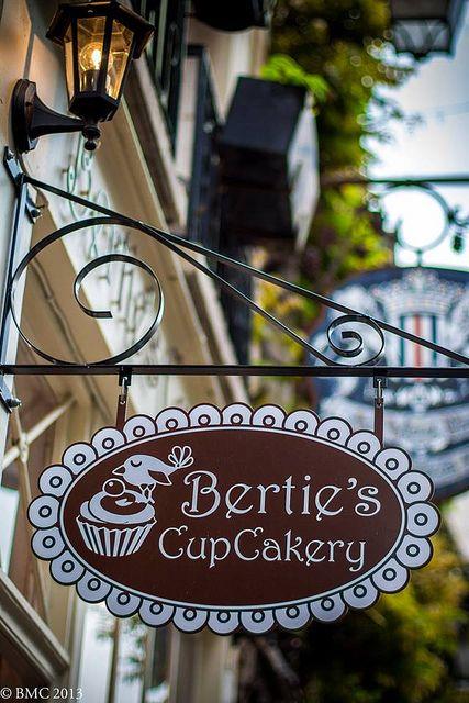 Ile de la Cité, Berties CupCakery, 26 Rue Chanoinesse, Paris IV