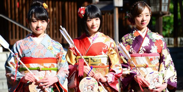 Ito Marika, Ikoma Rina and Kawamura Mahiro at Nogizaka46 coming-of-age ceremony 2016 | AKB48 Daily