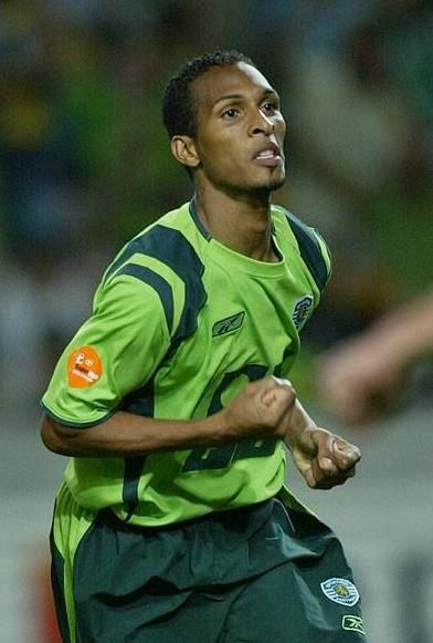 "LIEDSON. Very skilfull, fast and deadly brasilian striker. One of the favorits of the fans. Someone nicknamed him ""levezinho"", and it sticked"