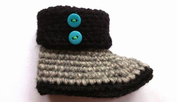Met lekkere warme wol haakte ik deze babyslofjes als kraamcadeau. Benodigdheden: Haaknaald, twee kleuren wol geschikt voor naald 3,5m...
