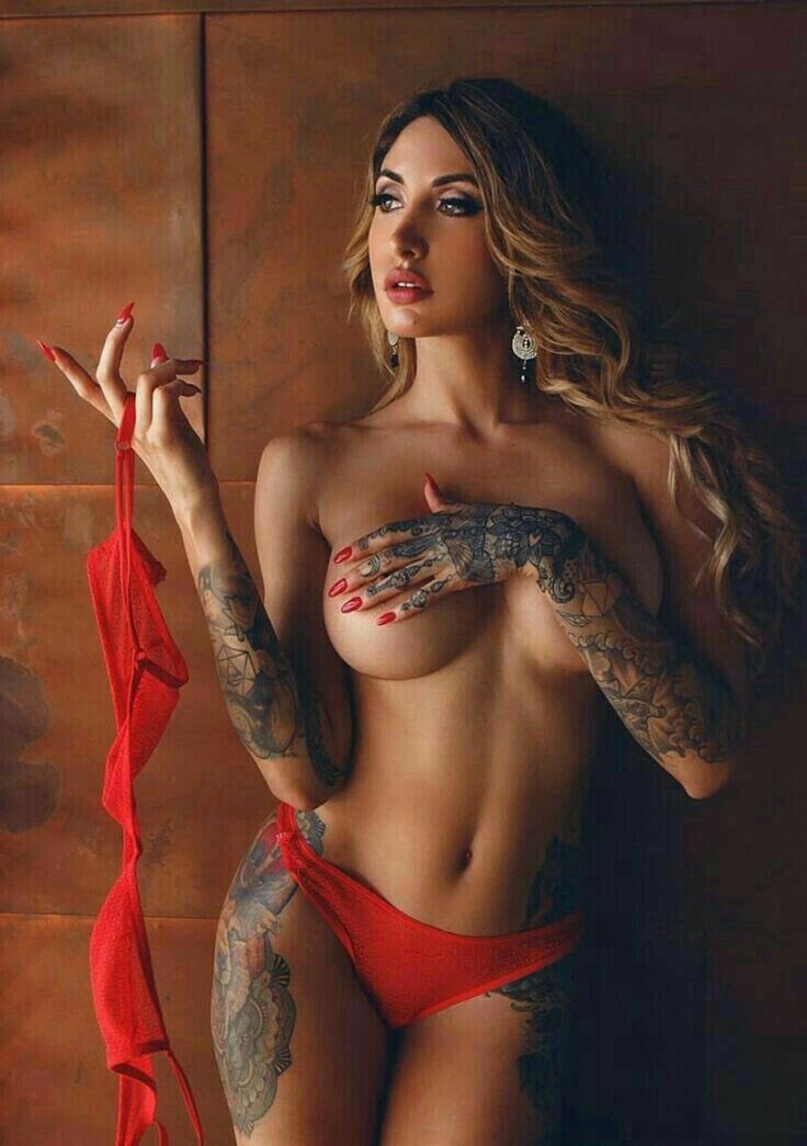 naked college tattooed babes