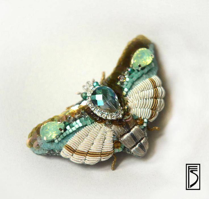 Купить брошь-мотылек Mint - мятный, серебряный, бирюзовый, бабочка, мотылек, брошь, вышитая брошь