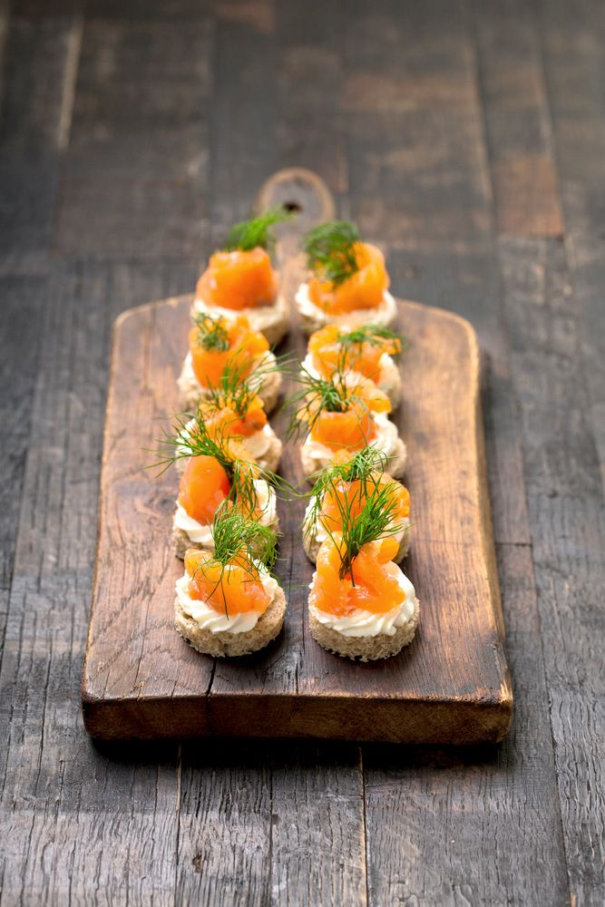 Mini canapes with smoked salmon, cream cheese & dill:  a classic #festive starter! Drizzle with a little Knorr Creamy Honey & Mustard Salad Dressing for sensational flavour.  #Christmas