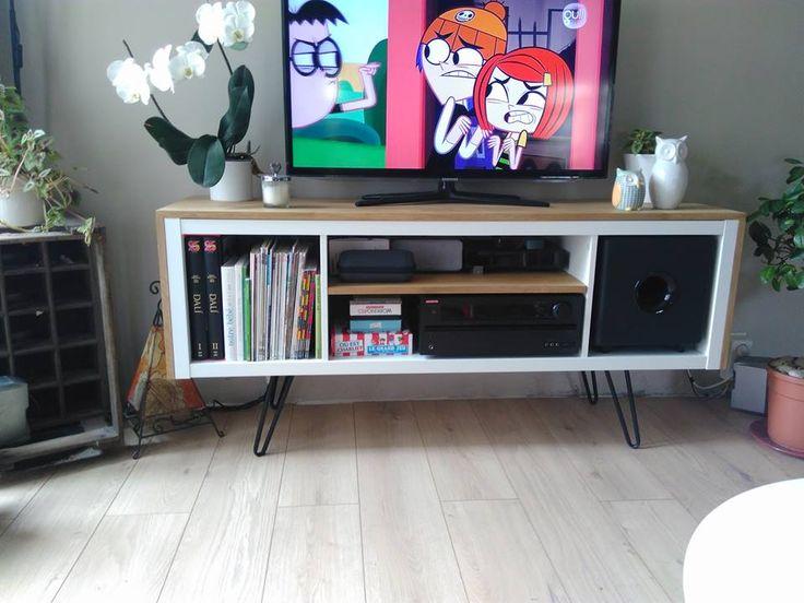 Un meuble télé sur pied customisé et accueille un caisson de basse  #ikea #KALLAX #meubletélé