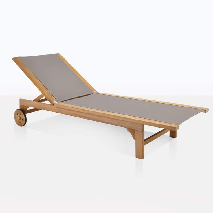 Teak sun lounger made with classic lines and a springy mesh fabric (Textilene®) that makes it possible to experience incredible comfort without a cushion.