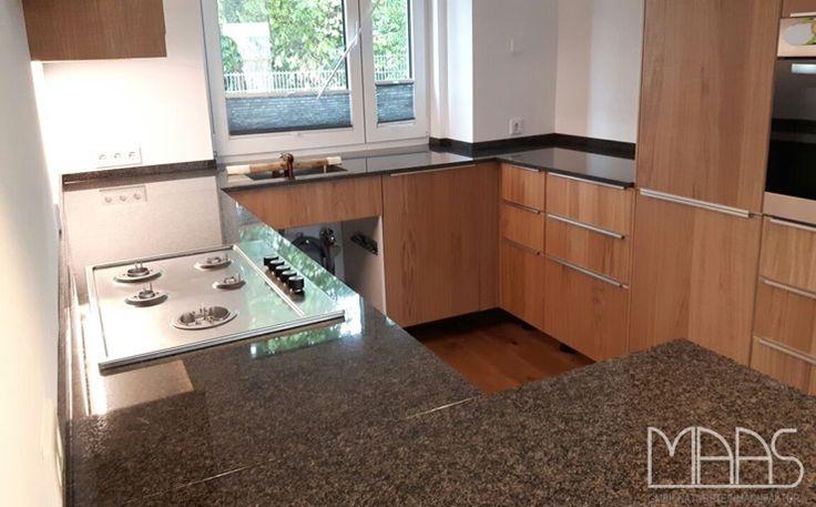 die besten 25 granit k che ideen auf pinterest dunkle holzk chen k chen granitarbeitsplatten. Black Bedroom Furniture Sets. Home Design Ideas