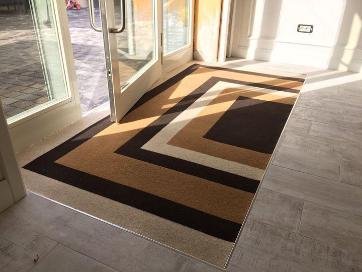 Zerbino personalizzato da interno  www.gltzerbini.it #gltzerbini #gltzerbinilucca #tappetipersonalizzati #fattoconilcuore #tappeto #zerbino #fattoconilcuore