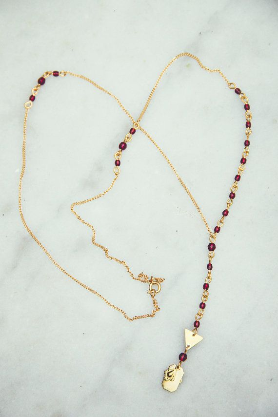 rosary necklace burgundy and gold by Cestbonpourcquetas