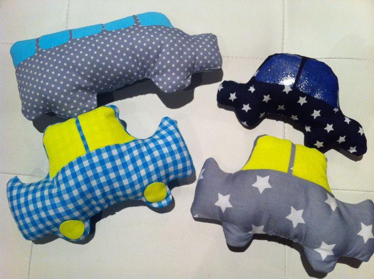 Stoffen speelgoed auto's  Leuk om mee te spelen , maar ook leuk als accessoires op de baby- of kinderkamer !! www.lappenpoppen.com