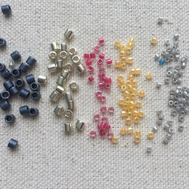 How to calculate how many seed beads you need for a project by the gram, number of beads per linear inch or centimeter, or by area