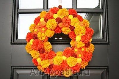 венок из помпонов, цветы из фетра