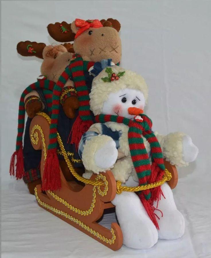trineo navideño de reno con oso o muñeco de nieve.
