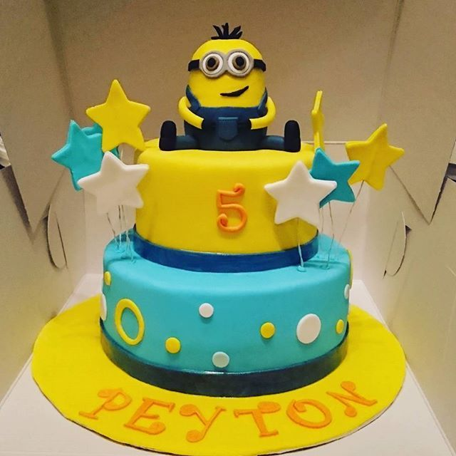 Minion Themed Cake #alledible #minions #minionsparty #despicableme #coconut #strawberry #buttercream #birthday #baking #cake #desserts #decorations #icing #frosting #sugar #fondant #food #montreal #finessecatering #finesse #catering #creativefood #foodporn #foodpost #wiltoncakes #kitchenaid #vscofood #cakestagram #instafood