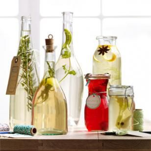 Make Infused Vinegars from Your Kitchen-- What do you get when you combine vinegar, a few easy-to-find ingredients and a dash of ingenuity? #homemade #diy #holidaygifts