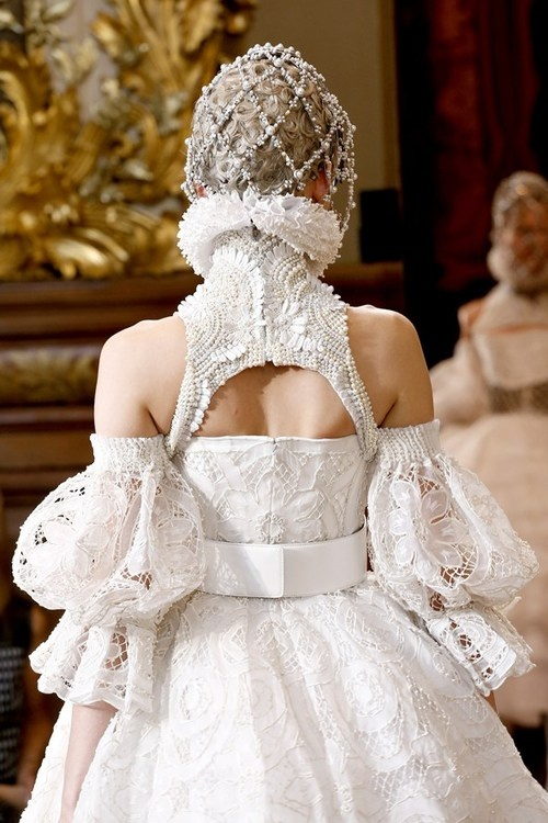 Close at Alexander McQueen Autumn/Winter 2013.