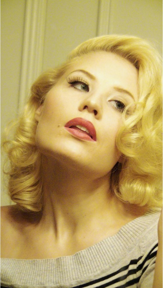 Jayne Mansfield inspired hair. <3 She uses pin curls but I know I could do this with my Caruso curlers.