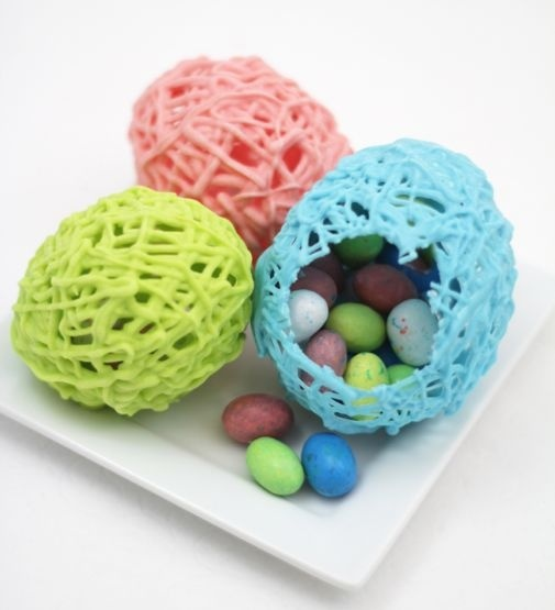 Hollow Chocolate Easter Eggs ~ Need a homemade treat for your Easter baskets? Hop to it! These hollow chocolate eggs are easier than they look!