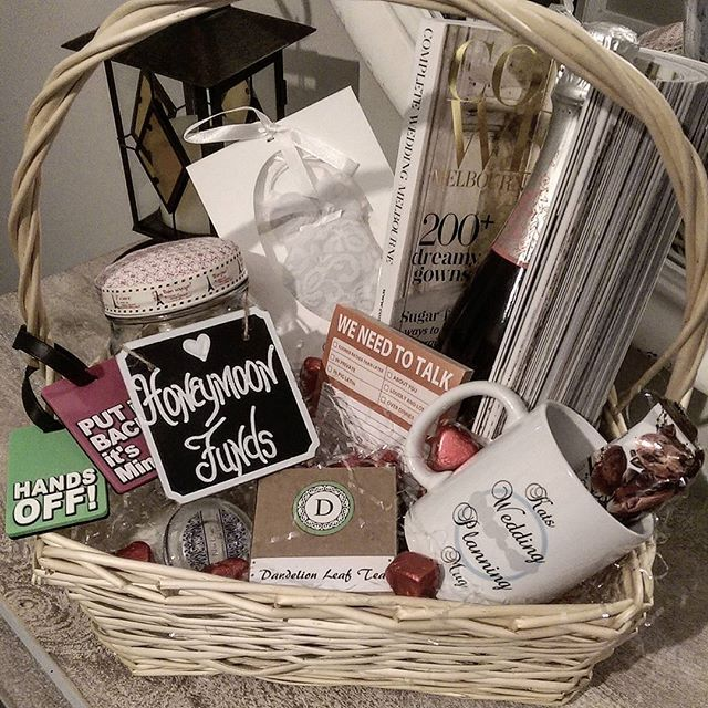 I've been hanging out to show off this engagement hamper for @missalleykat1 filled with lots of romantic gifts for them to enjoy #gifthampers #engagement #engagementgift #engagementideas #romantic #champagne #personalisedgifts #handmade #diycrafts#instacraft #crafttart101