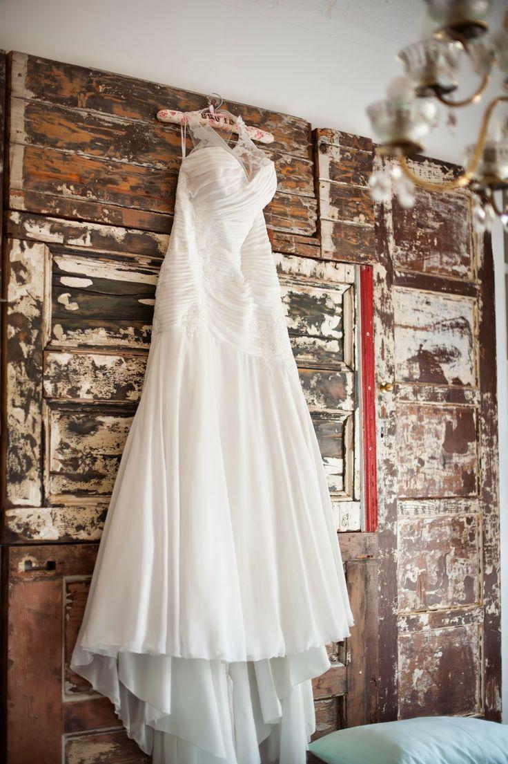 Bride @ Guesthouse: Wedding dress in Leka room