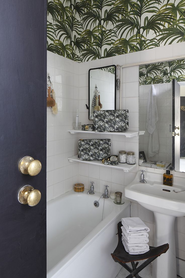 Amber Jeavons' bathroom with House of Hackney palm patterned paper
