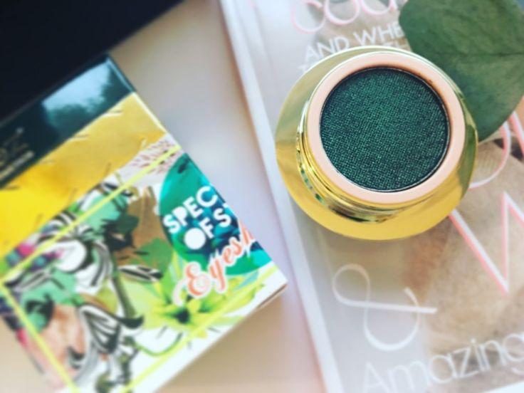 Jeg har modtaget min første beauty box fra Lookfantastic! Læs om produkter og om jeg er imponeret eller ej... Den står på masser af GLAM..