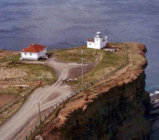 Bell Island Lighthouse, Newfoundland Canada at Lighthousefriends.com
