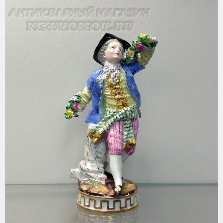 """Фарфоровая статуэтка """"Юноша с гирляндой цветов"""". Meissen."""