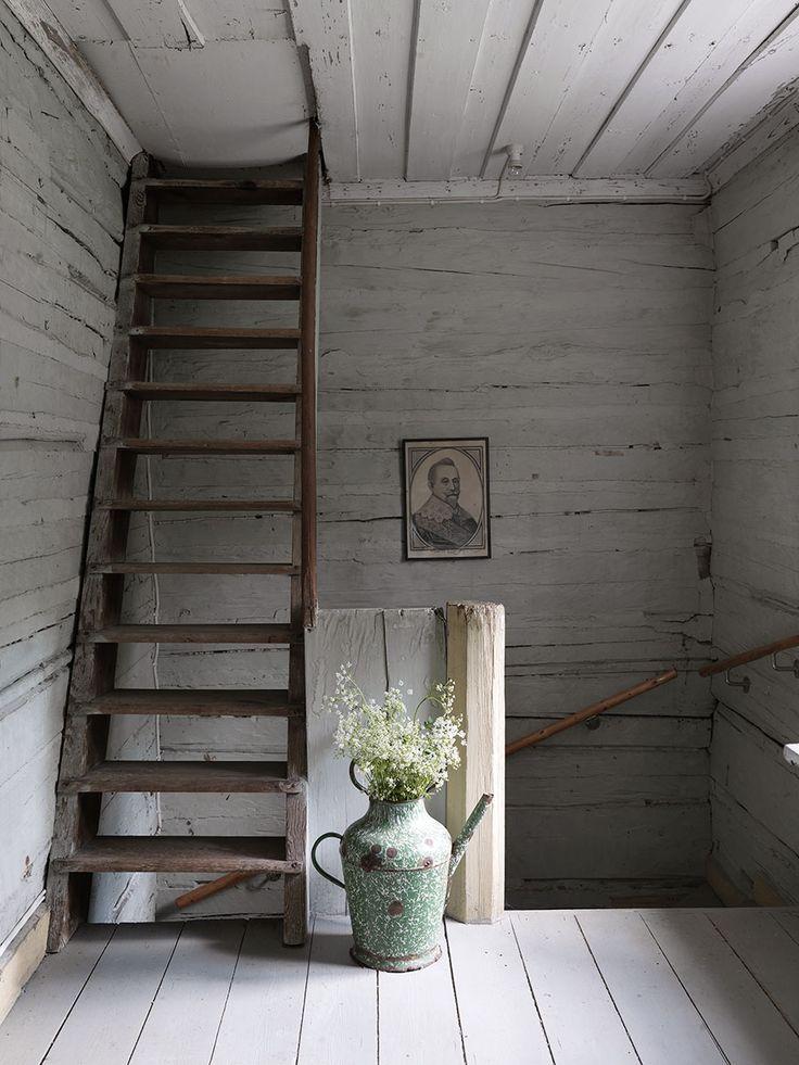 Enkelt, naturligt, vackert … Marianne Eriksson har i tre decennier vårdat sitt älskade torp med naturliga färger och en känsla för detaljer.
