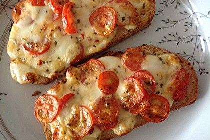 Baguettscheiben mit Tomaten & Mozzarella überbacken