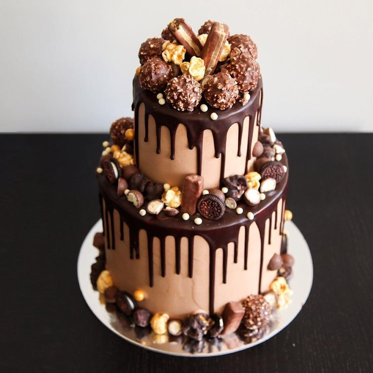"""Jen, Bake down cakery. """"Up-close and personal to this Ferrero, salted caramel small two-tier cake! Hope everyone has had a great weekend! Onto the new week!"""""""