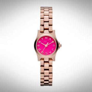 Marc Jacobs Henry Dinky MBM3203  Rosekleurig dameshorloge met roze wijzerplaat, helemaal hip deze zomer!