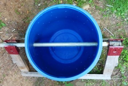 Pour obtenir un compost de qualité, il est important de bien remuer votre matière. Avec cet appareil, rien de plus facile et il prend très peu d'espace.