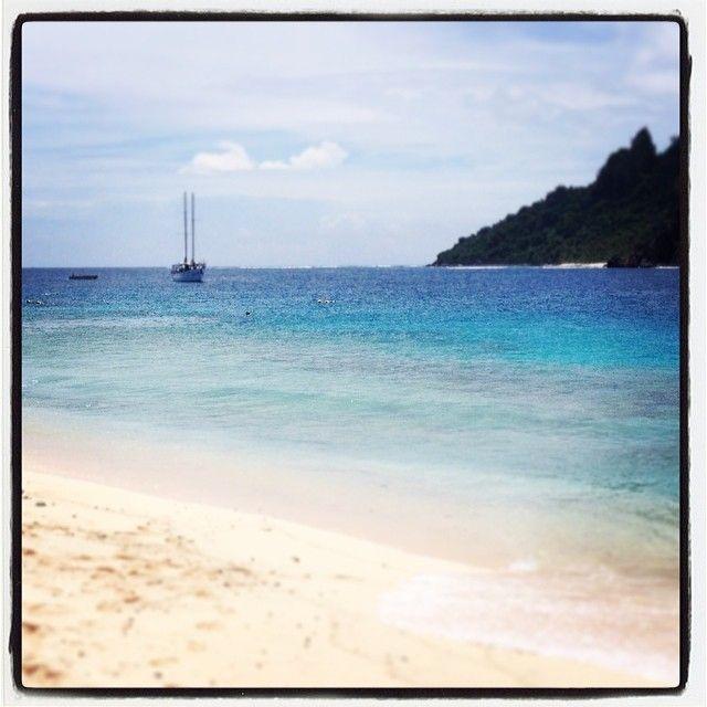 Day  63 - snorkelling in these beautiful waters makes me happy. #100daysofhappy #holidays #fiji2014  #seaspray #sailing #fijiislands #snorkelling #swimming #daycruise #paradise #sobeautiful